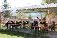 Hababam Sınıfı Gerçek Oldu, Derslerini Okul Bahçesinde Açık Hava Sınıfında İşliyorlar