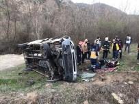 Kontrolden Çıkan Kamyonet Şarampole Uçtu Açıklaması 2 Yaralı
