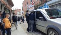 'Oruçluyum' Diyerek Duygu Sömürüsü Yapan Dilenciyi Polis Enseledi
