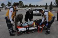 Otomobil İle Çarpışan Motosiklet Sürücü Genç Yaralandı