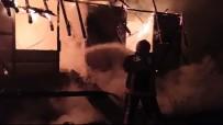 Alev Topuna Dönen İki Katlı Bina Küle Döndü