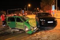 Elazığ'da Cip İle Otomobil Çarpıştı Açıklaması 2 Ağır Yaralı