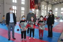 Ziraat Odası Minik Karatecileri Ödüllendirdi