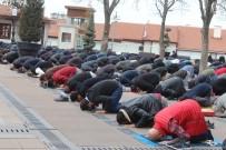 Hacı Bayram Veli Camii'nde Ramazan'ın İlk Cuma Namazı Kılındı