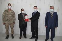 Kaymakam Demirer'den Kıbrıs Gazilerine Madalya