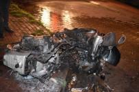 Motosiklette Çıkan Yangın Dükkanı Yakmadan Söndürüldü
