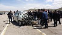 Otomobille Kamyonet Kafa Kafaya Çarpıştı Açıklaması 1 Ölü, 1 Yaralı