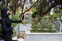 Pandemiye Takılınca, Annesinin Ölüm Yıl Dönümünü Uzaktan Görüntülü Andı