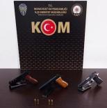 Polislerin Şüphelenip Durduğu Şahıstan 3 Adet Ruhsatsız Tabanca Çıktı