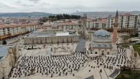 Ramazan'ın İlk Cuma Namazında Camilerde Güzel Görüntüler Oluştu
