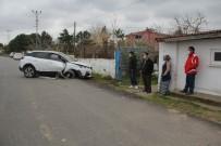 Sinop'ta Cip Bahçe Duvarına Çarptı Açıklaması 3 Yaralı