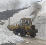 Şırnak'ta Ekipler, Nisan Ayında 5 Metre Kar İle Mücadele Ediyor