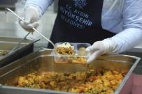 Aydın Büyükşehir Belediyesi, Her Gün 25 Bin Vatandaşa Sıcak Yemek Ulaştırıyor