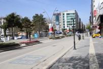 Elazığ'da Hafta İçi Yoğunluk Olan Caddeler, Kısıtlamayla Sessizliğe Büründü