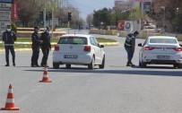 Erzincan'da Hafta İçi Yoğunluk Olan Caddeler Kısıtlamayla Sessizliğe Büründü