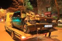 Otomobil Park Halindeki Tıra Çarptı Açıklaması 4 Yaralı