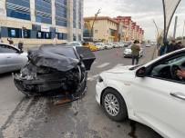 Bingöl'de 3 Araç Kazaya Karıştı, 1 Kişi Yaralandı