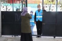 Siirt Belediyesi İhtiyaç Sahibi Vatandaşlara Gıda Paketi Dağıtıyor