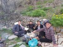 Terör Nedeni İle Şırnak'tan Göç Eden Dengbej, Huzur Ortamının Sağlanmasıyla Memleketinin Yolunu Tuttu