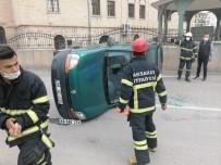 Hafif Ticari Araç İle Otomobil Çarpıştı Açıklaması 2 Yaralı
