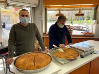 Ramazan Sofralarının Vazgeçilmez Tatlısı Açıklaması Kaymaklı Ekmek Kadayıfı