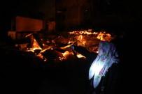 Artvin'in Ortaköy Köyünde Vatandaşlar Çaresizlik İçinde Evlerinin Yanmasını İzledi