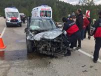 Bucak'ta Otomobiller Çarpıştı Açıklaması 3 Yaralı