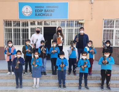Kırkağaç'ta Öğrenciler Küresel Isınmaya Karşı Ağaç Diktiler
