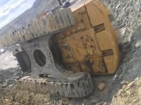 Maden Ocağında İş Makinesi Devrildi, Operatör Yaralandı