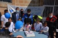 Midyat'ta 'Otizme Mavi Işık Yak' Etkinliği Düzenlendi