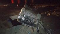 Yanlışlıkla Otoyol İnşaatına Giren Araç Kum Öbeğine Çarparak Taklalar Attı Açıklaması 2 Yaralı
