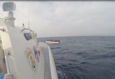 Çanakkale Açıklarında 54 Düzensiz Göçmen Kurtarıldı