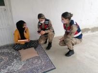 Jandarma Köy Köy Gezerek 'Kadın Destek Uygulamasını'  Tanıtıyor