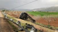 Siirt'te Şarampole Devrilen Minibüsün Sürücüsü Yara Almadan Kurtuldu