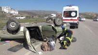 Tıra Çarpmamak İçin Manevra Yapan Otomobil Takla Attı Açıklaması 2 Yaralı