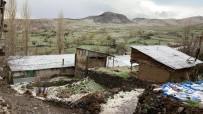 Aniden Başlayan Dolu Köyü Beyaza Bürüdü