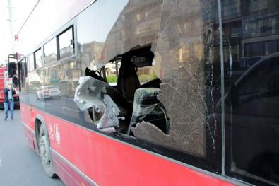 Beşiktaş'taki otobüs kazası kamerada: Şoför telefonla oynuyormuş