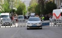 Elazığ'da 3 Cadde Araç Trafiğine Kapatıldı, Yayalara Sosyal Mesafe Olanağı Sağlandı