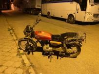 Motosiklet Hırsızı Bekçilerden Kaçamadı