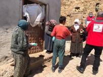 Şaphane'de Türk Kızılayı Köylerde İhtiyaç Sahibi Ailelere Ulaşıyor
