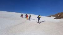Van Gölü Havzası'ndaki Dağlarda Kayak Keyfi