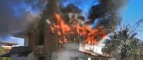 Ayvalık'ta Ev Yangınındaki Sıcak Anlar Kameralara Böyle Yansıdı