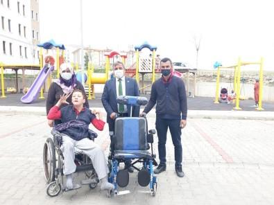 Engelli Vatandaşa Tekerlekli Sakat Arabası