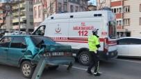 Kamyonet Otomobile Arkadan Çarptı, 1 Kişi Yaralandı