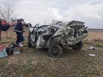 Otomobil Kontrolden Çıktı Açıklaması 1 Ölü, 1 Yaralı