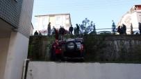 Otomobile Çarpan Cip Site İçine Uçtu Açıklaması 4 Yaralı