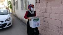 Sıcak Sıcak Hazırlanan İftar Yemekleri Tek Tek Evlere Bırakılıyor