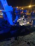 Tatvan'da 2 Kamyon Çarpıştı Açıklaması 1 Ölü, 2 Yaralı