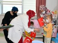 23 Nisan'ı Hastanede Geçiren Çocuklara Moral Oldular