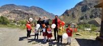 Artvin'de 23 Nisan Konvoyu Oluşturuldu, Şiir Ve Marşlarla Çocuklara Sürpriz Yapıldı